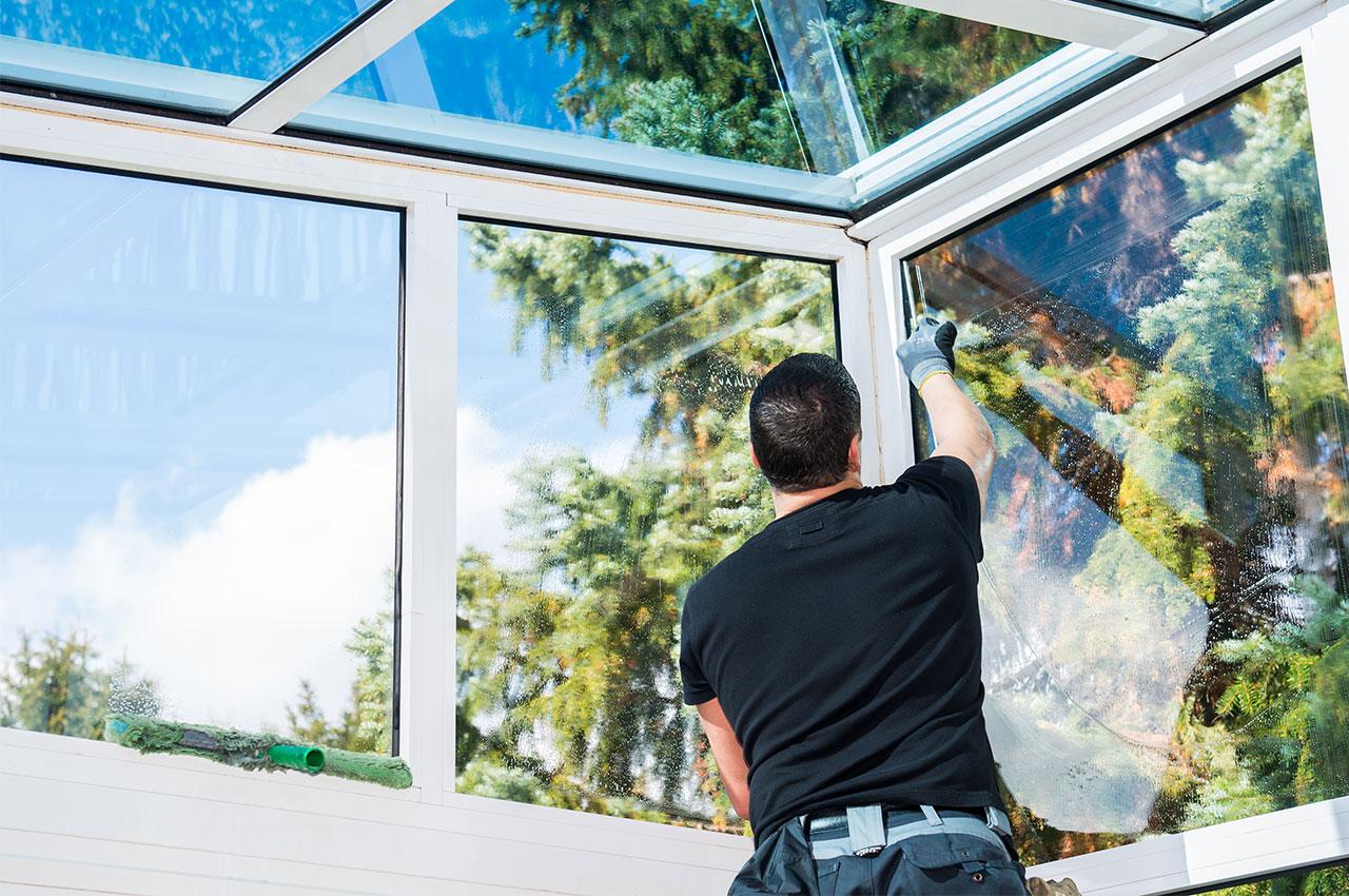 Glas-und-Fensterreinigung